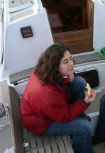 Erell à bord de Tybato à safourer un matin tranquille après un quart de nuit bien mouvementé!